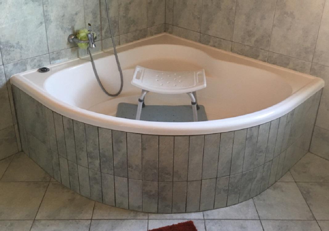 baignoire avec porte baignoire senior adapt e pour handicap. Black Bedroom Furniture Sets. Home Design Ideas